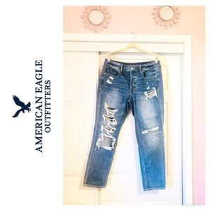 American Eagle Tomgirl Distressed Jeans! 🌸